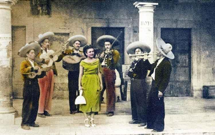 Camerina con Mariachi, c. 1949 • Herminio Lopez, Foto Estudio Viena, Jalisco, Mexico • Silver Rag Print