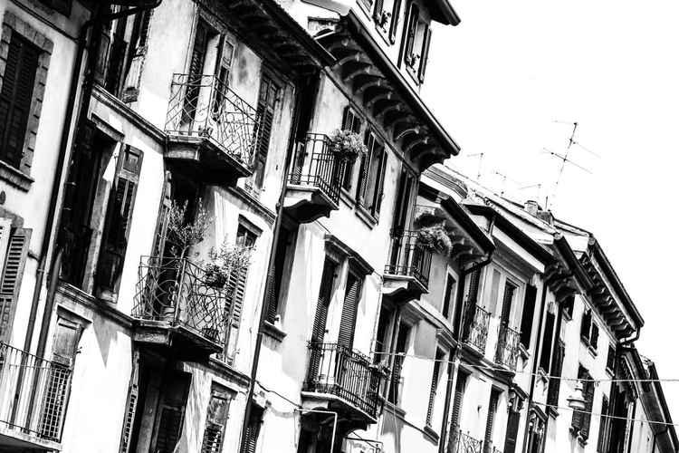 Via Leoncino -