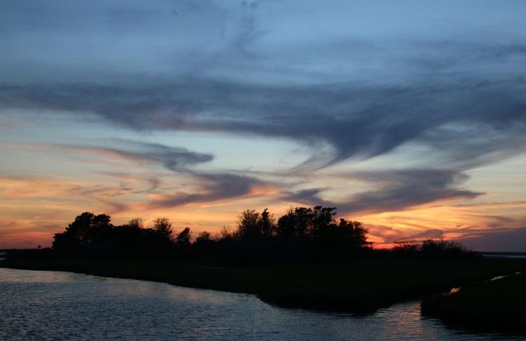 last light on the bay - Image 0