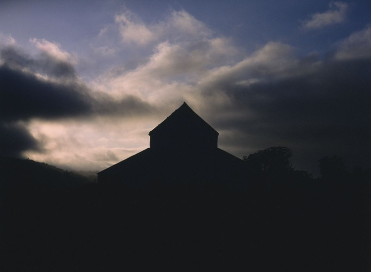 Point Reyes Station Barn - Image 0