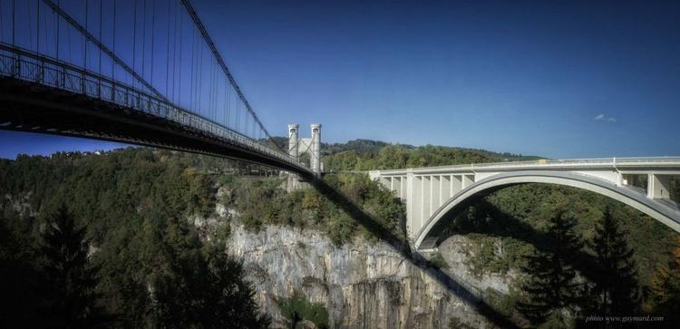The old bridge and the new bridge - Image 0