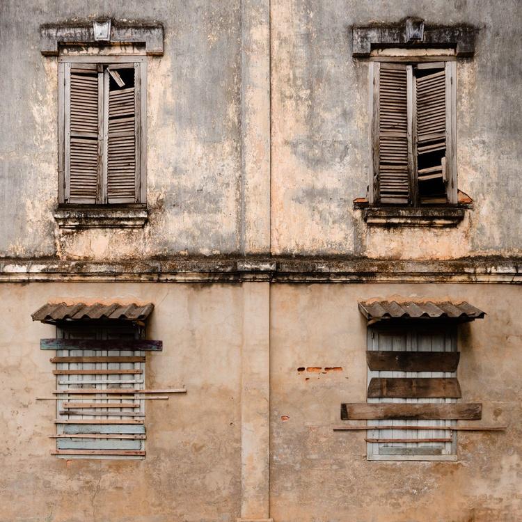 Crumbling Colonial Savannakhet. (50x50cm) - Image 0