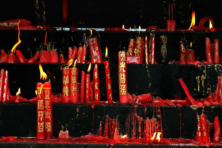 Candles in a Buddhist temple - Image 0
