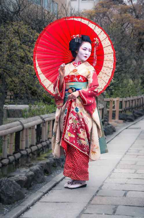 Beautiful Japanese geisha
