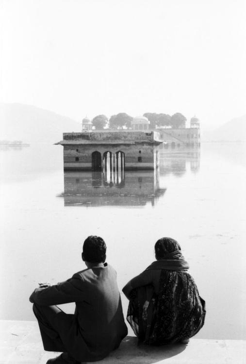 Jaipur lake couple - Image 0