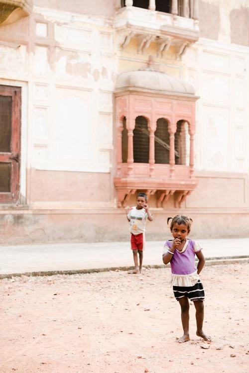 Begging Children in Amritsar. (42x59cm) - Image 0