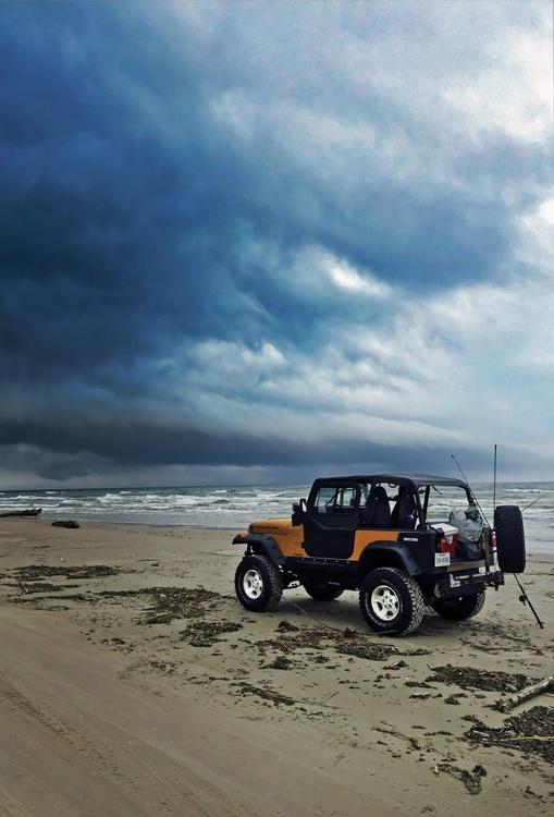 Yellow Jeep - Image 0