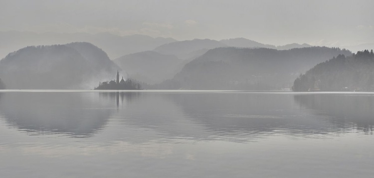 Still waters on Lake Bled - Image 0