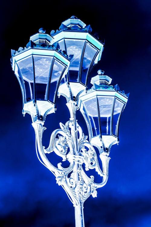 "Putney Streetlamp BLUE Limited edition  1/20 20""x30"" - Image 0"
