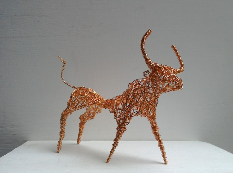 """The Little Bull"". Copper wirework unique sculpture - Image 0"