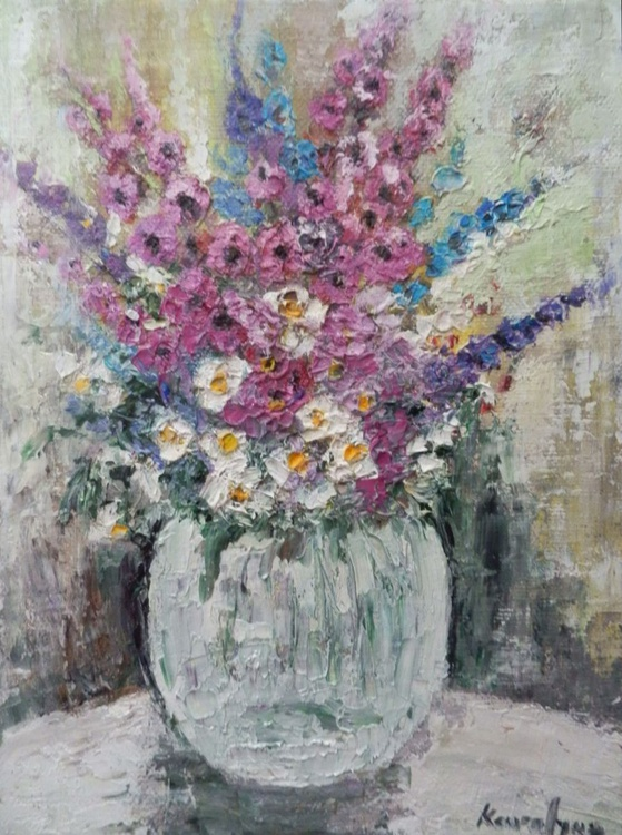 Vase with tiny flowers - Image 0