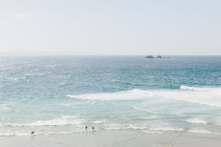 Surf Time at Wategos Beach. (119x84cm) - Image 0