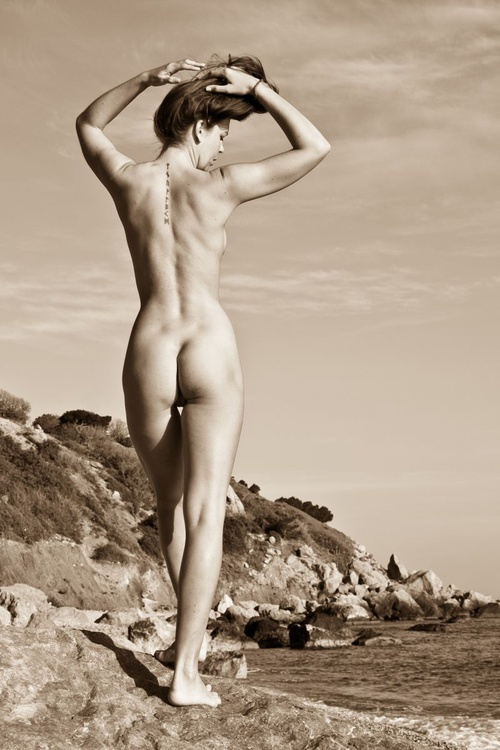 Nude on the beach - Image 0