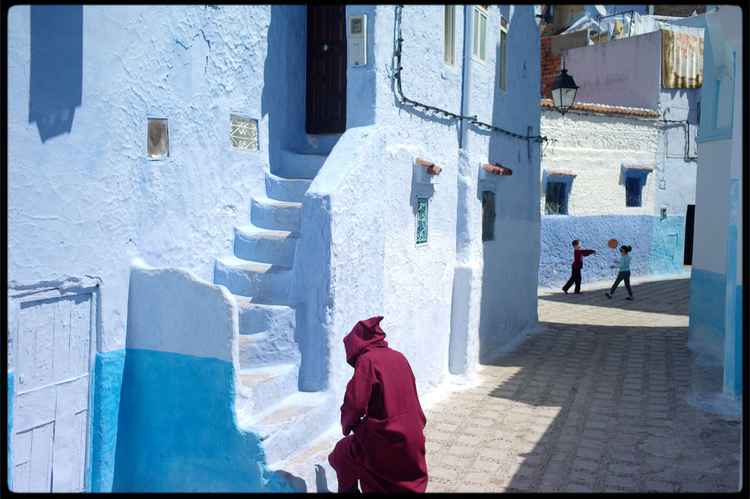Chefchaouen : Walk on By :  Kids playing -