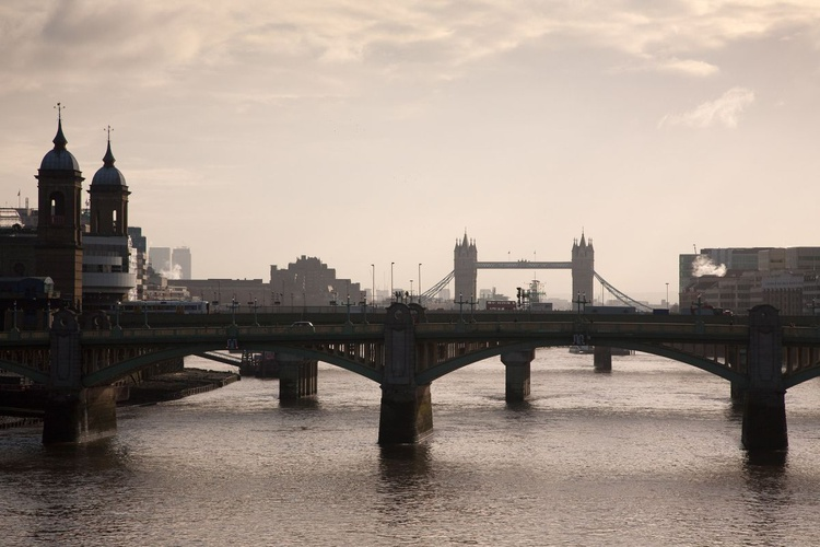River Thames Looking East, London - Image 0