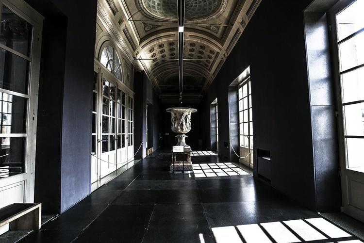 inside of Uffizi - Image 0