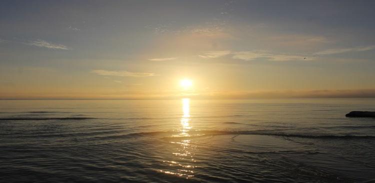 Sunrise over paradise - Image 0