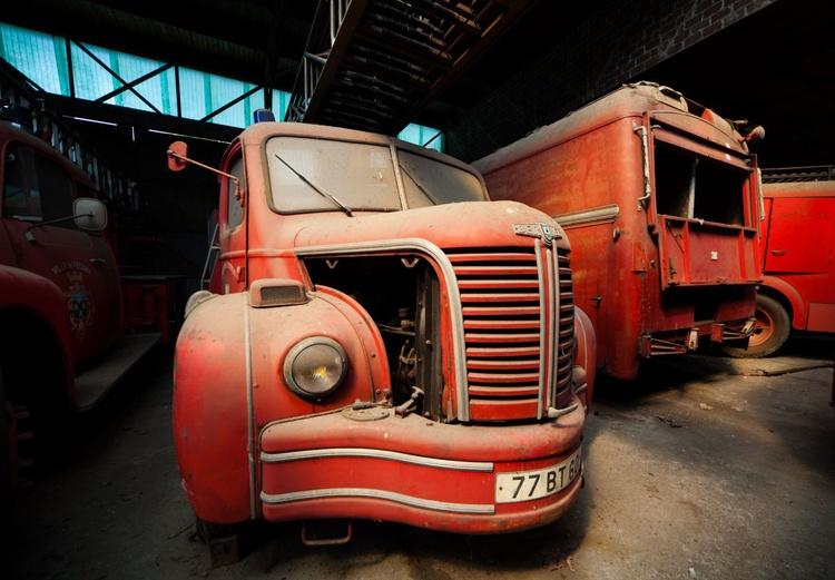 Abandoned fire trucks - Image 0