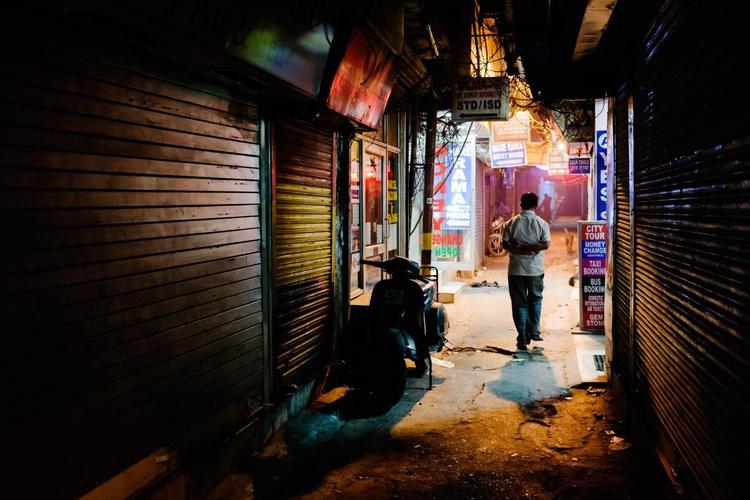 New Delhi by night. (59x42cm) - Image 0