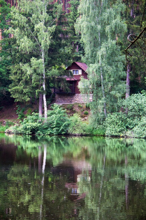 Cabin by the lake - Image 0