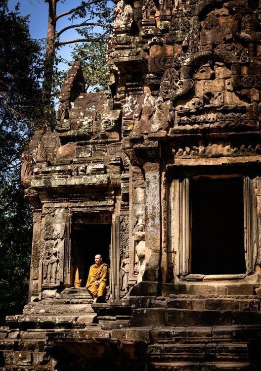 Thommanon, Siem Reap. (84x119cm) - Image 0