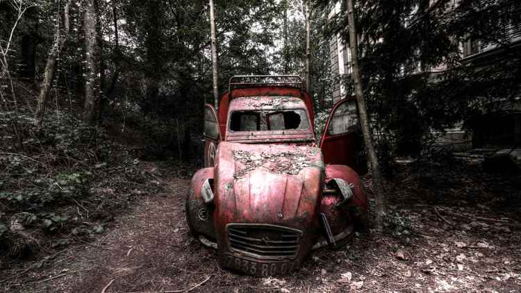 The little red 2CV
