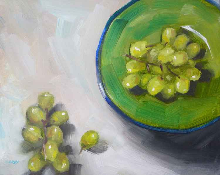 Green bowl with grapes