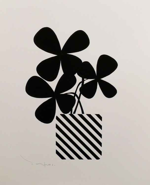 Three black flowers with pot 02 -  Tehos -