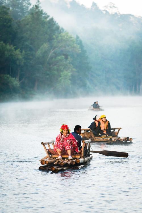 Misty Morning On The Lake (42x59cm) - Image 0