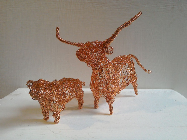 'Mother & Child'. Copper wirework sculpture - Image 0