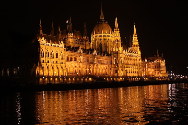 Budapest at night - Image 0