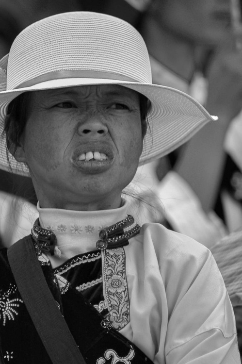 The young woman and the straw hat - Image 0