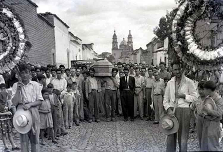 Funeral en Tepatitlan, c. 1946 • Samuel Gutierrez, Foto Estudio Paris, Jalisco, Mexico • Silver Rag Print -