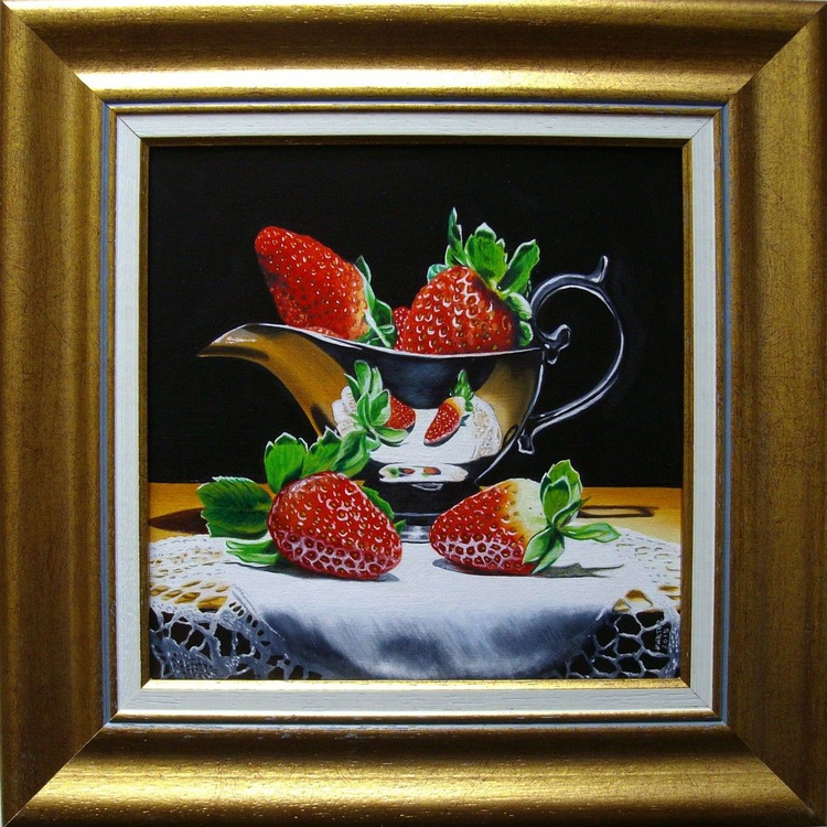 Strawberries in sauceboat - Image 0