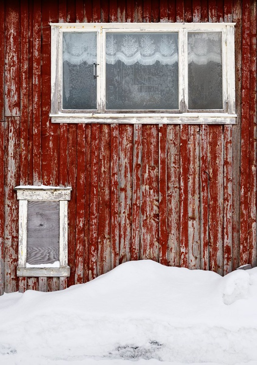 Red Wall in Mosjøen, Norway II. (84x119cm) - Image 0