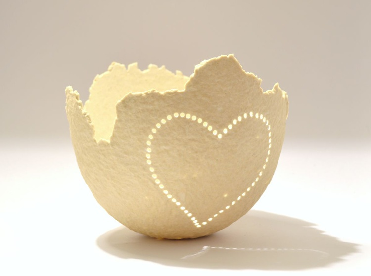 ONE OF A KIND DECORATIVE HEART PAPER BOWL - Image 0