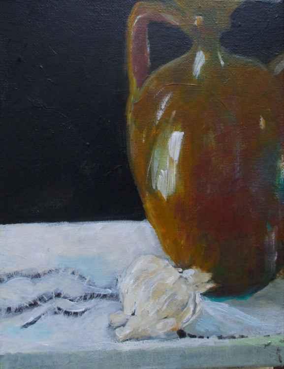 Brown jug with garlic