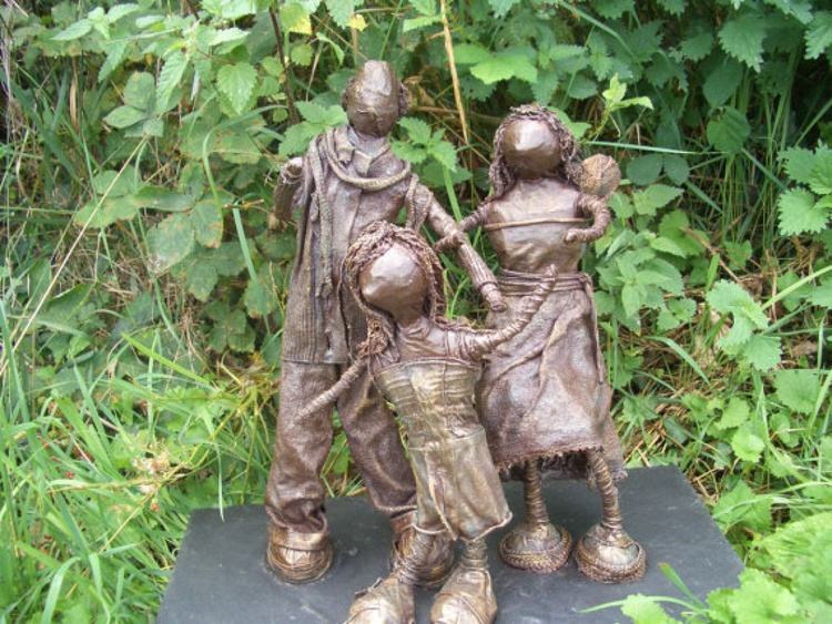 """""""My Family"""" Sculpture - Image 0"""