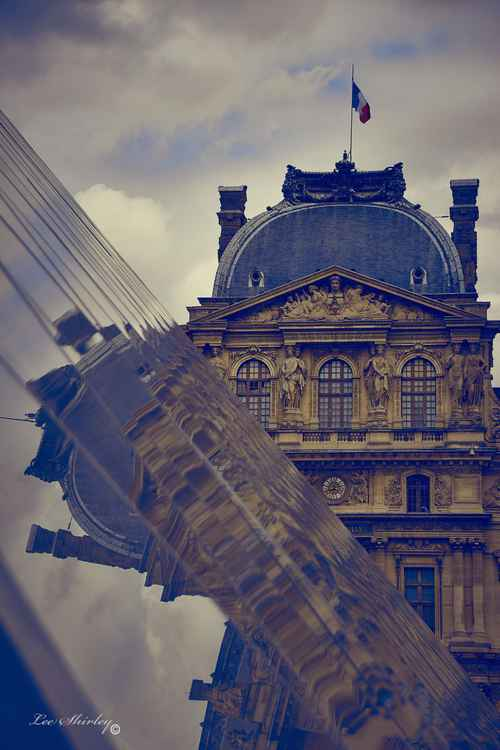 louvre reflection -