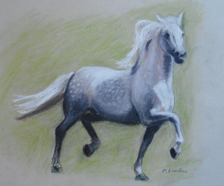 WHITE TROTTING HORSE - Image 0