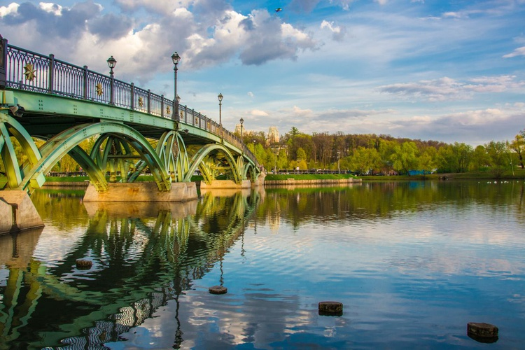 The pedestrian bridge in Tsaritsyno. - Image 0