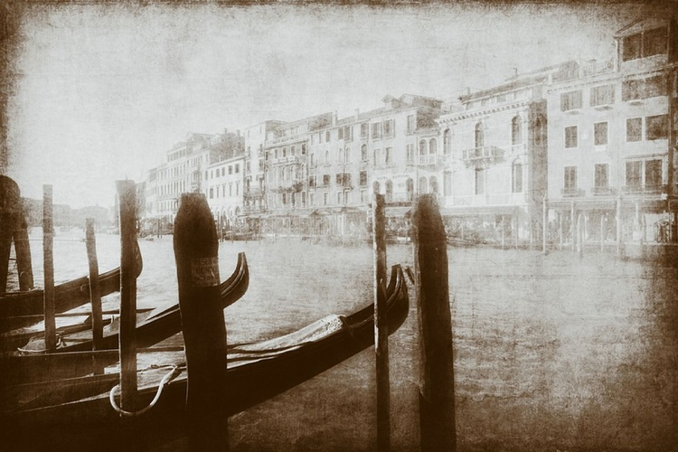 Venice light black and white - Image 0