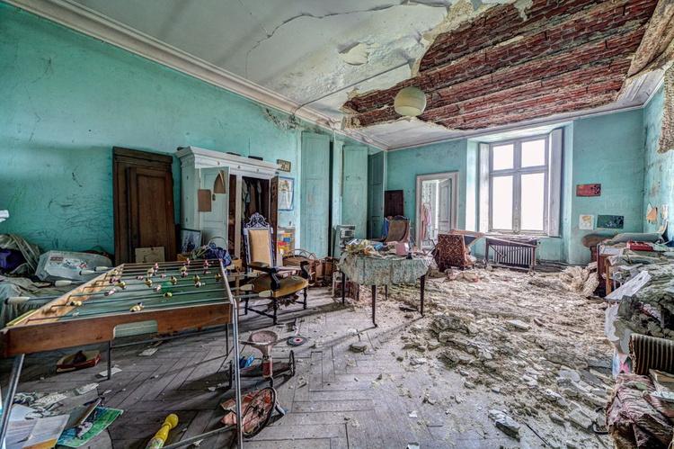 abandoned castle #5 - Image 0