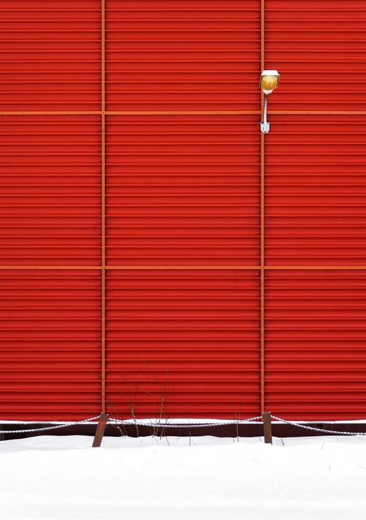Red Wall in Mosjøen, Norway I. (42x59cm) - Image 0