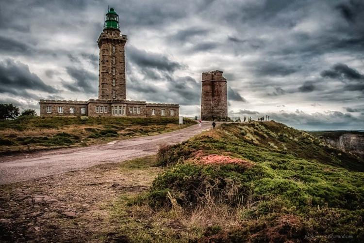 Cap Fréhel, the lighthouse (60 x 90 cm) - Image 0
