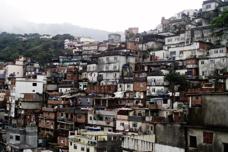 A favela é (Unmounted) - Image 0