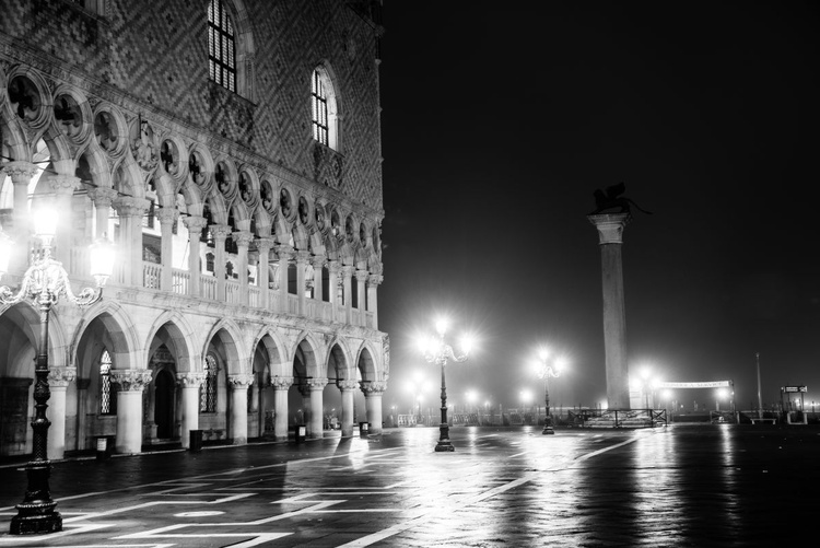 Early morning at the piazzetta - Image 0