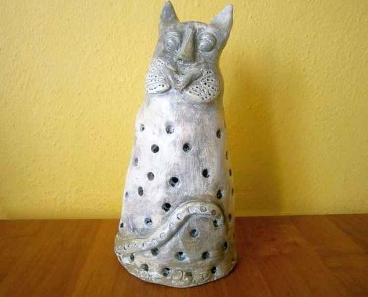 Ceramic cat.. -