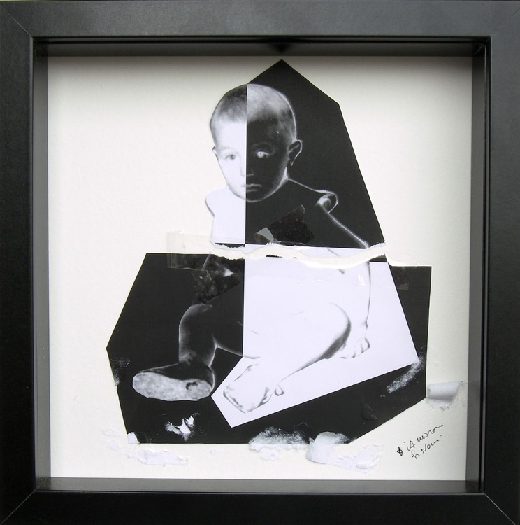 A child in black and white - Image 0