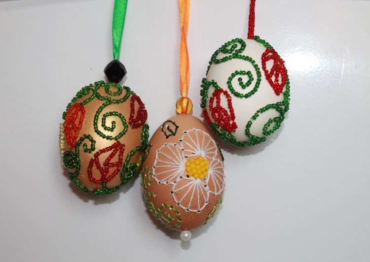Embroidered egg. Beaded embroidery on eggshells. - Image 0
